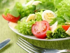 Dieta kopenhaska - przykładowy jadłospis na 13 dni. Pamiętajmy, aby wartość kaloryczna posiłków w ciągu dnia nie przekraczała 600 kcal. Tylko rygorystyczne przestrzeganie diety da nam pożądane rezultaty. I najważniejsze - przed stosowanie diety szwedzkiej należy skonsultować się z dietetykiem celem ustalenia planu żywieniowego!